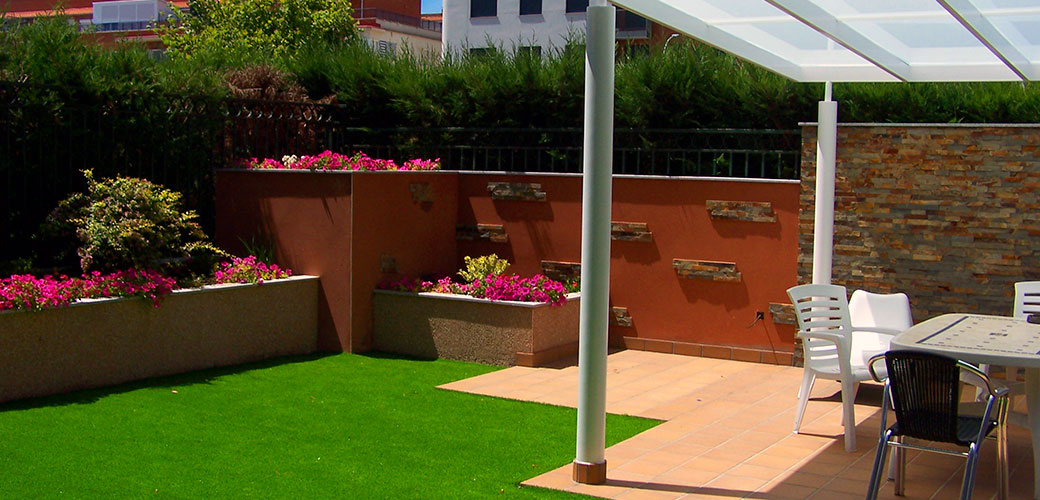 Cesped artificial para decoraci n de jardines - Mantenimiento cesped artificial ...